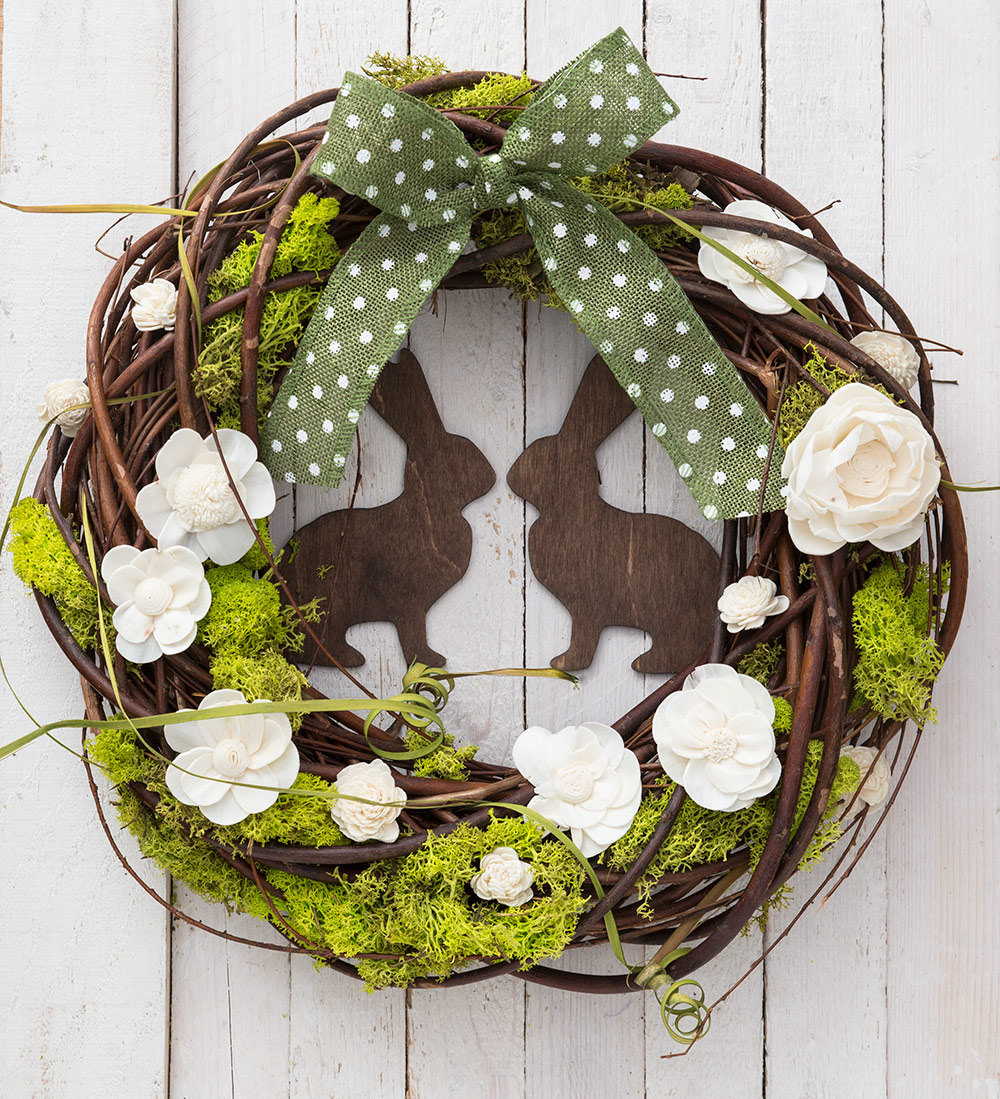 Everyone loves decorating for Christmas. Grab your garland and get ready for wreaths, because here, the editors of Southern Living share some of their favorite new ideas for Christmas decorating. These decorating ideas for your mantel, front door, mailbox, Christmas tree, and more will surely fill you with Christmas submafusro.ml show you how to give a twist on tradition with handmade willow-branch.