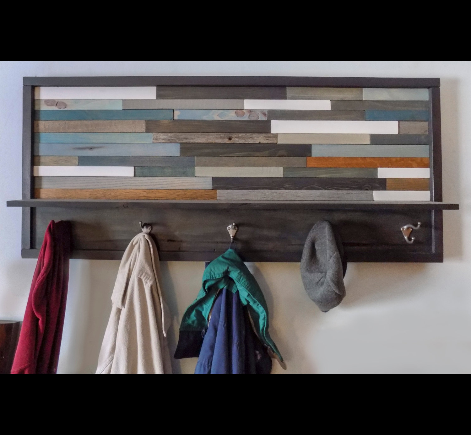 18 Slick Handmade Reclaimed Wood DIY Projects That You'll