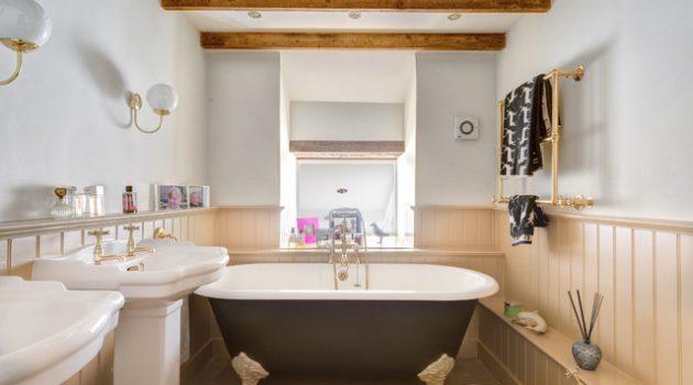 17 Divine Attic Bathrooms With Exposed Beams