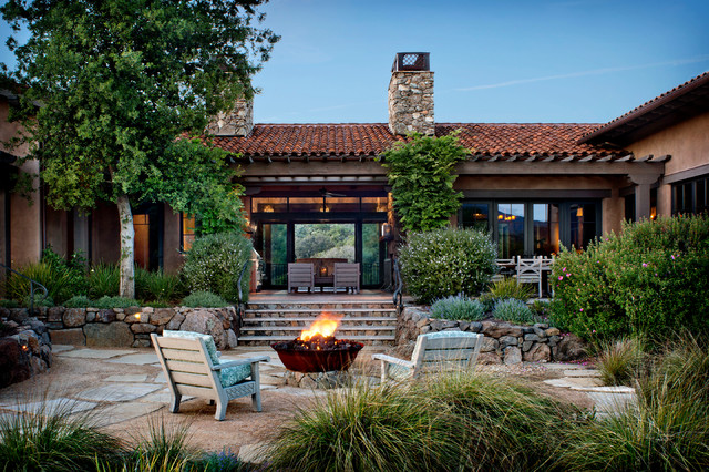 16 Cozy Southwestern Patio Designs For Outdoor Comfort on Patio Layouts  id=43393