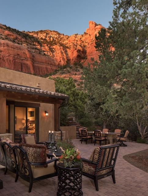 16 Cozy Southwestern Patio Designs For Outdoor Comfort on Southwest Backyard Ideas id=24750