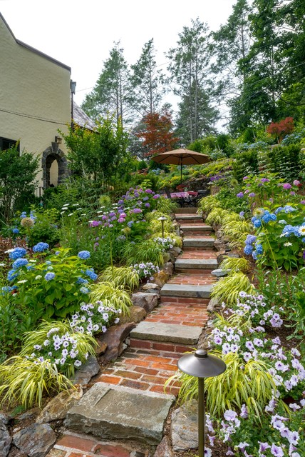 16 Beautiful Courtyards With Stone Stairs That You Would Love To Have