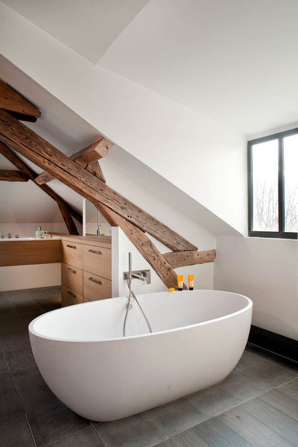 17 Divine Attic Bathrooms With Exposed Beams