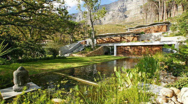 The Astonishing Mountain House by Van Der Merwe Miszewski Architects