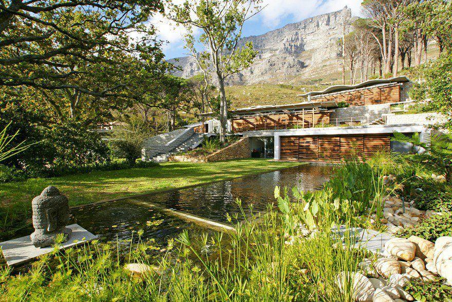 The astonishing mountain house by van der merwe miszewski for Mountain landscape design