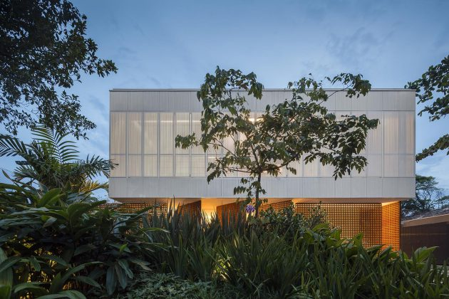 The Fabulous White House By Studio MK27 in Brazil