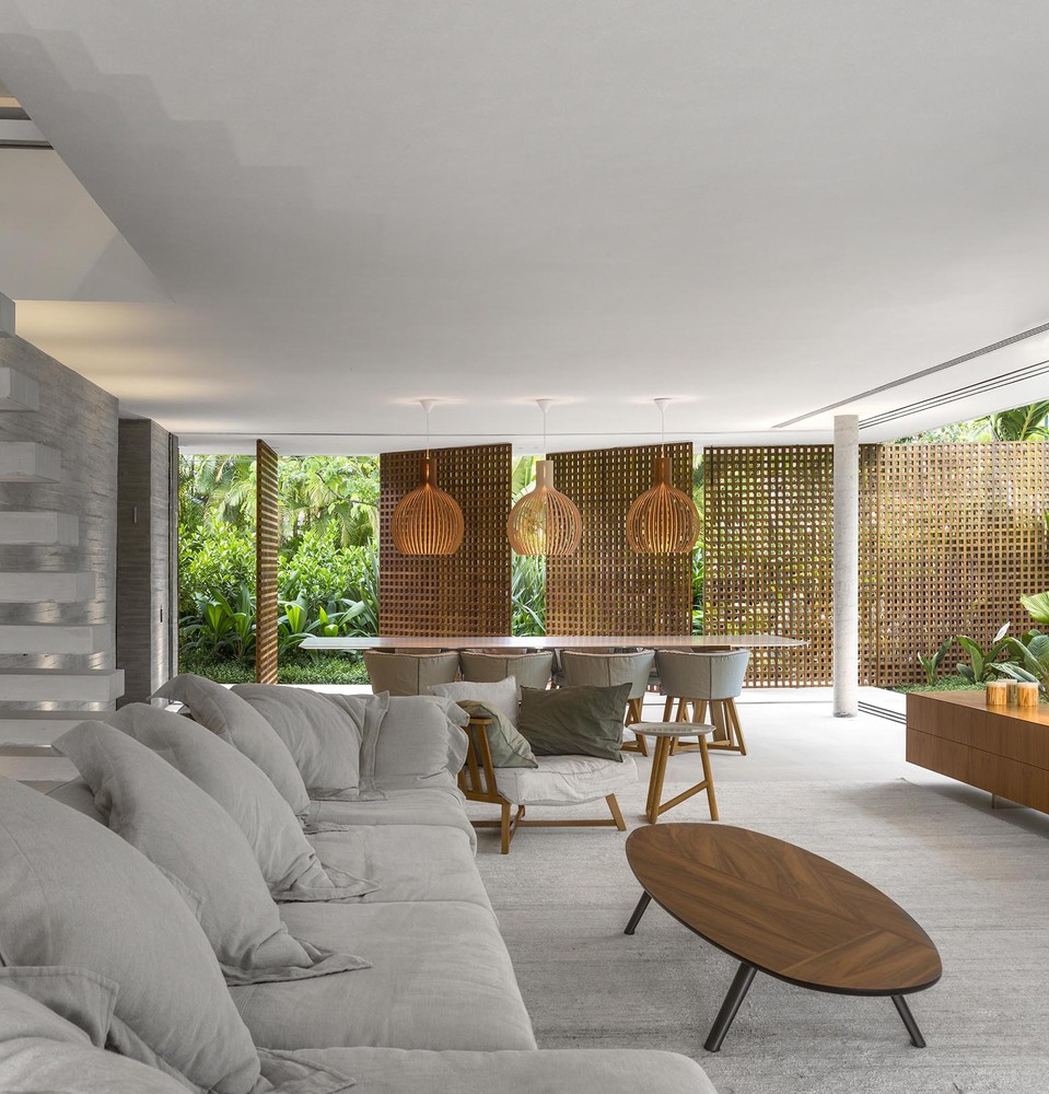 The Fabulous White House By Studio MK27 in Brazil