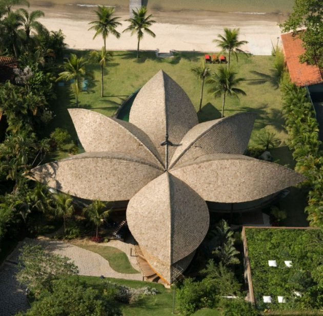 The Spectacular Leaf House by Mareines + Patalano Arquitetura In Brazil