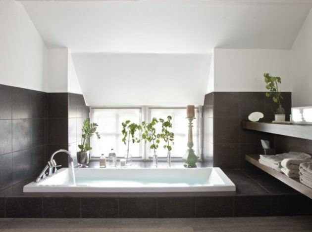 Small Bathroom With Tubs