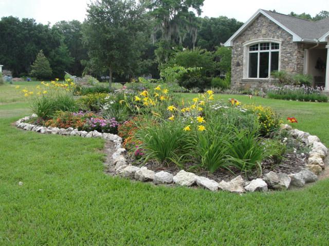 Low Maintenance Backyard Landscaping Rock Border