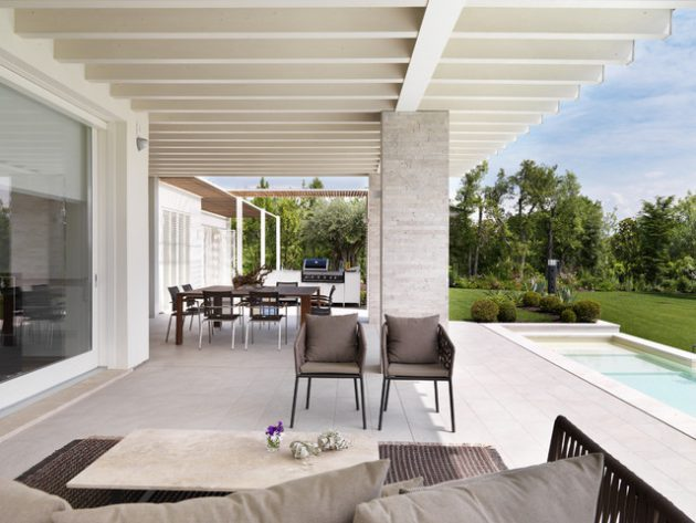 At One with Nature: How to Successfully Blend Your Outdoor and Indoor Living Space