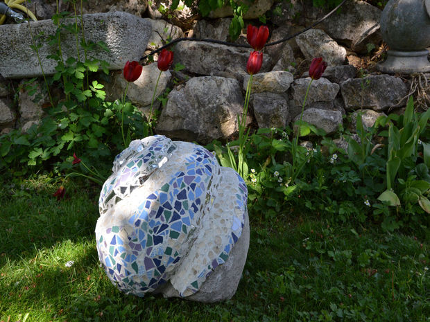 21 Magnificent DIY Mosaic Garden Decorations For Your Inspiration