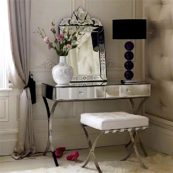 16 Astonishing Luxury Makeup Tables That Are Dream Of Every Woman