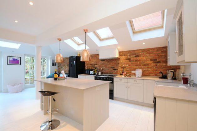 20 Stunning Kitchens With Brick Backsplash For Pleasant Atmosphere