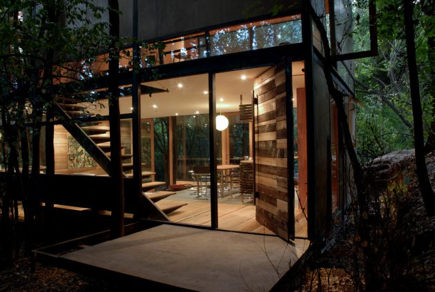 Surrounded by Nature - The Apolo 11 House by Parra + Edwards Arquitectos