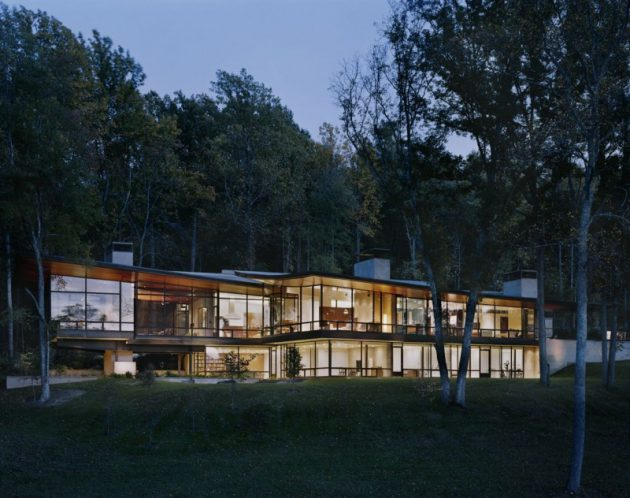 The Striking Blue Ridge Residence by Voorsanger Architects in Virginia, USA