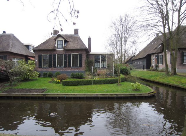 The Venice Of The North - Giethoorn - The Village With No Roads