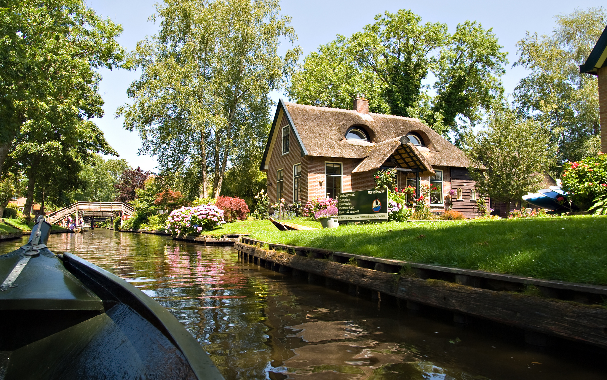 The Venice Of The North - Giethoorn - The Village With No ... - photo#45