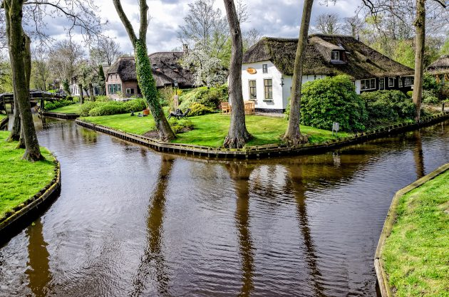 The Venice Of The North   Giethoorn   The Village With No Roads