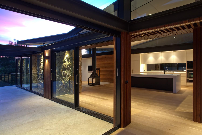 The warrandyte house in melbourne by alexandra buchanan - Habillage bois interieur maison ...
