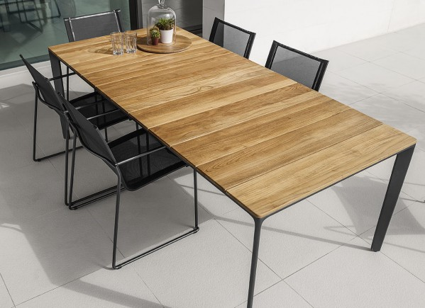 What Makes Teak Perfect for Outdoor Furniture?