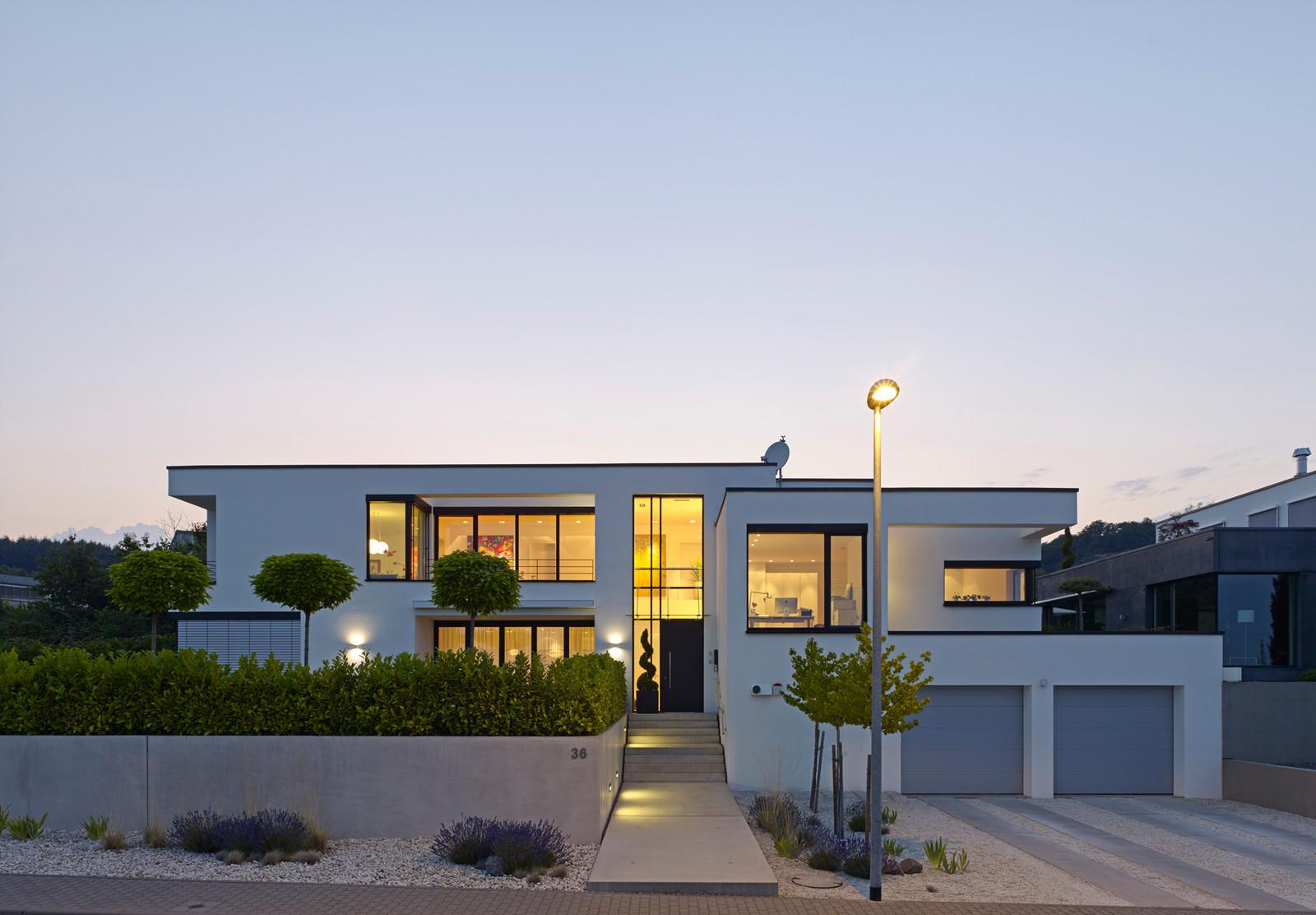 15 Stunning Modern Home Exterior Designs That Make A Statement - Exterior-designs