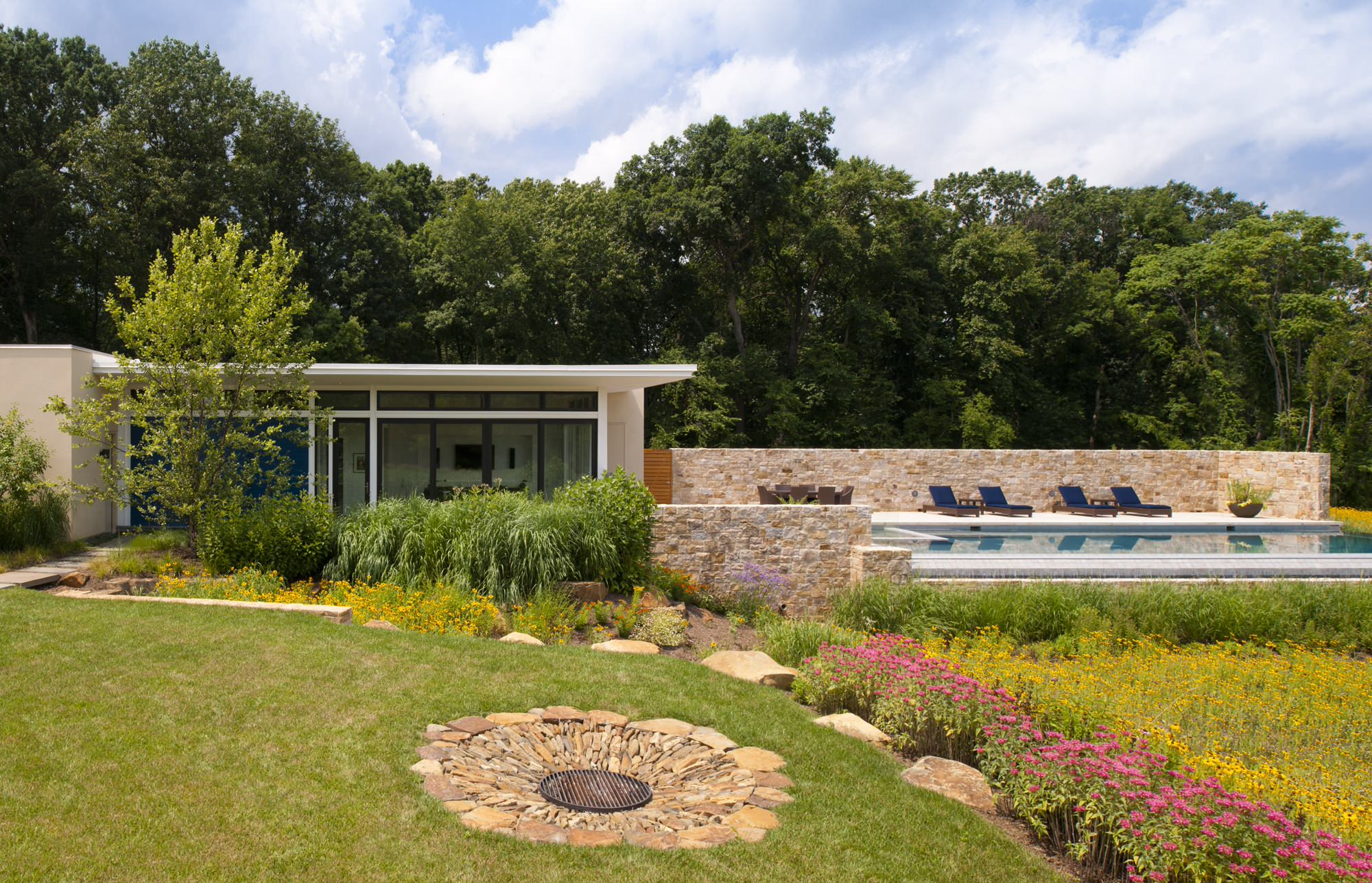 16 Delightful Modern Landscape Ideas That Will Update Your ...