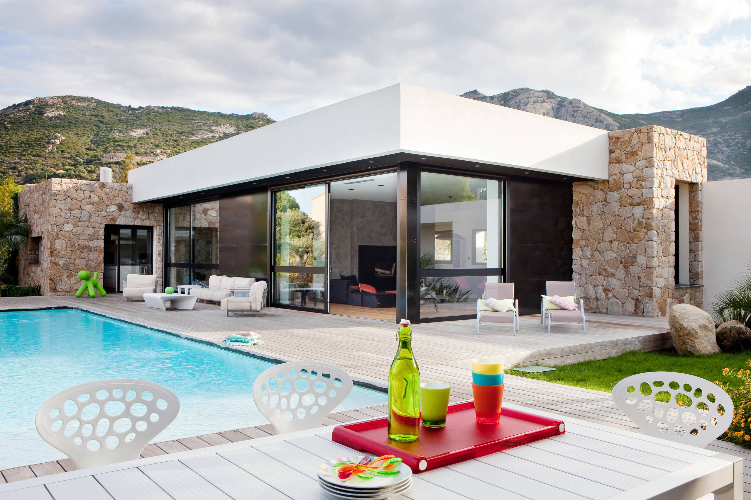 18 spectacular modern patio designs to enjoy the outdoors for Diseno patio