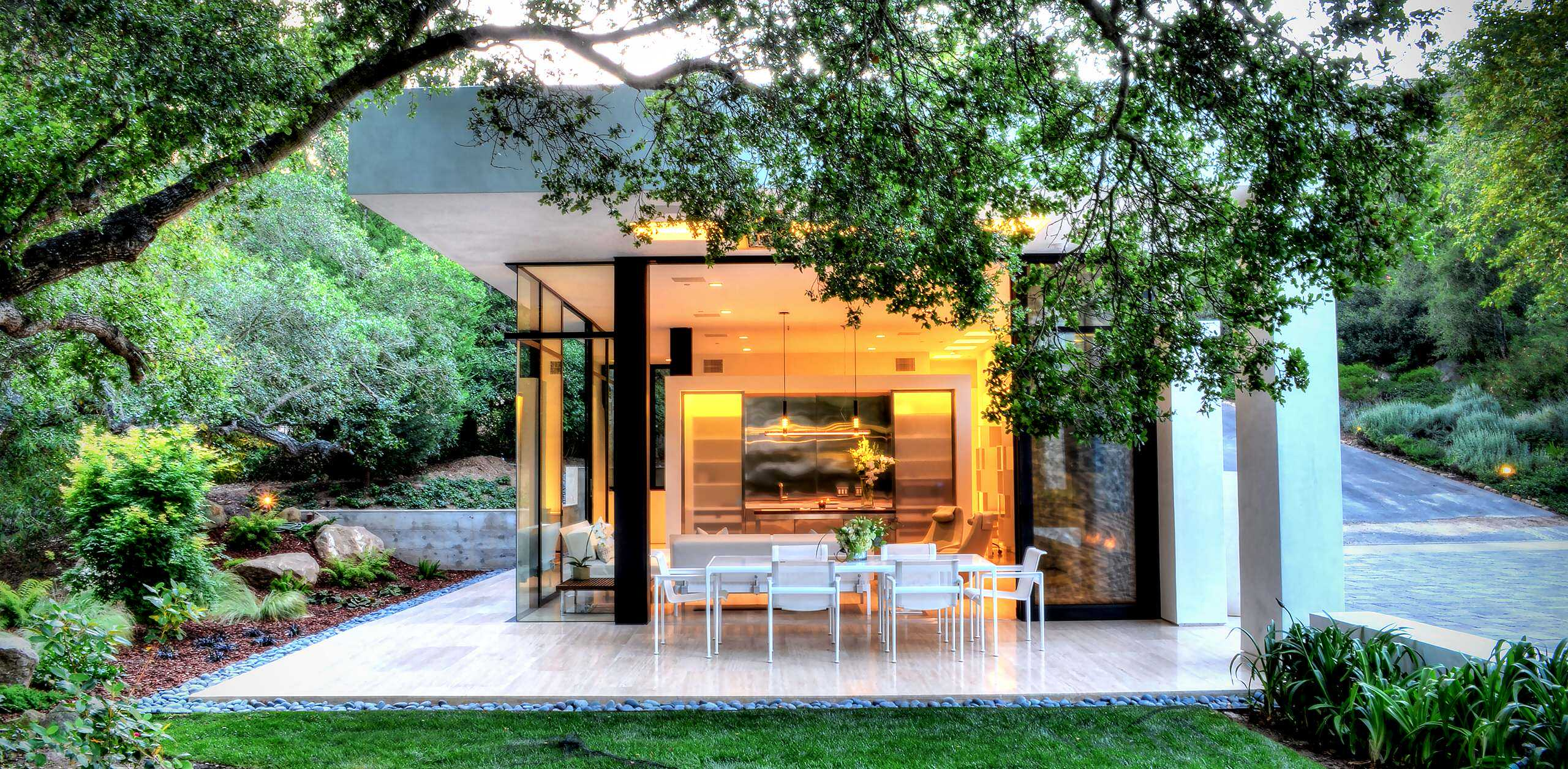 18 spectacular modern patio designs to enjoy the outdoors for Backyard patio design ideas