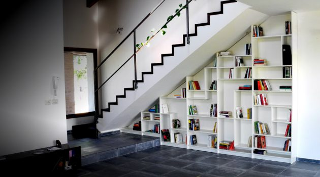 15 Functional Libraries Under The Stairs For Better Use Of The Space