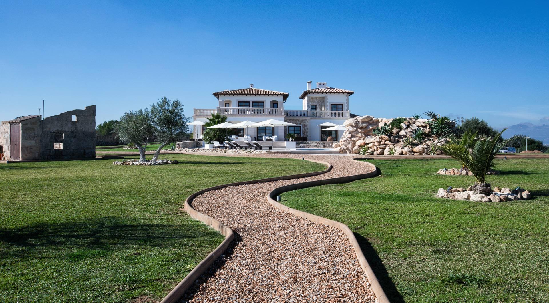 15 Refreshing Mediterranean Landscape Designs For A ...
