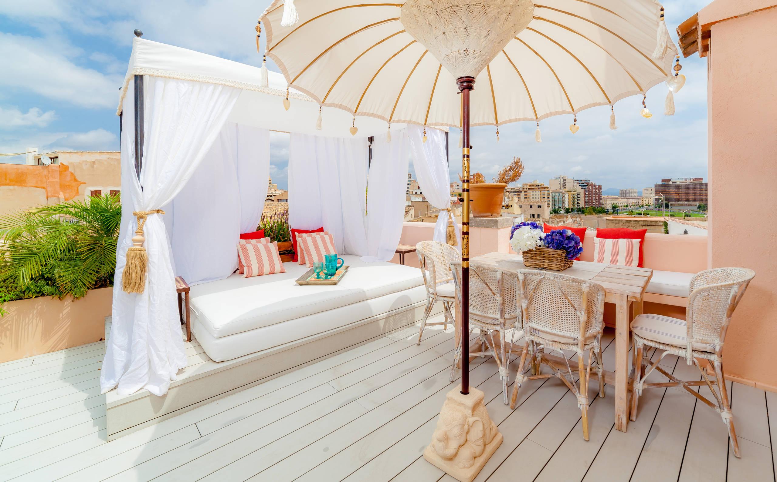 16 good looking mediterranean deck designs for the summer for Mediterranean balcony ideas