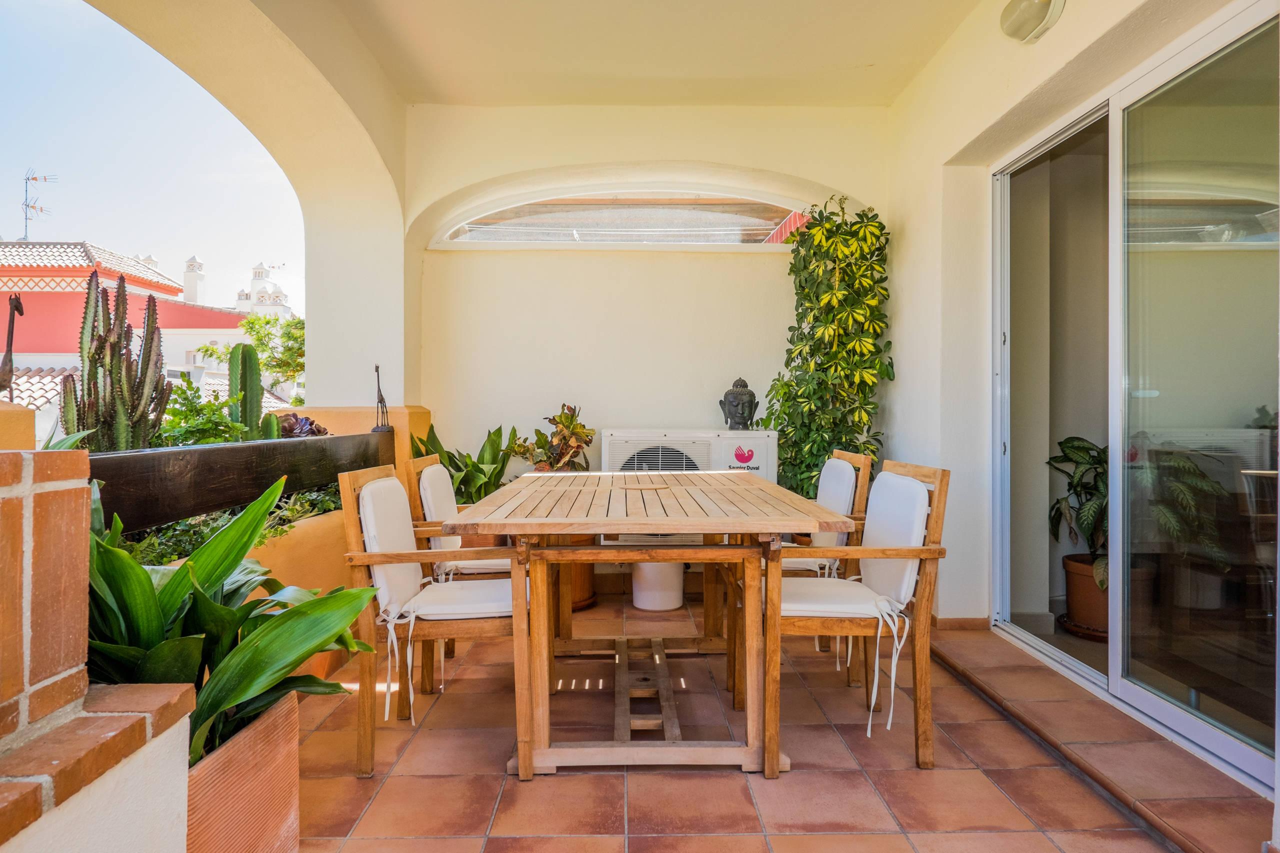 Summer House Ideas Interior >> 16 Good-looking Mediterranean Deck Designs For The Summer