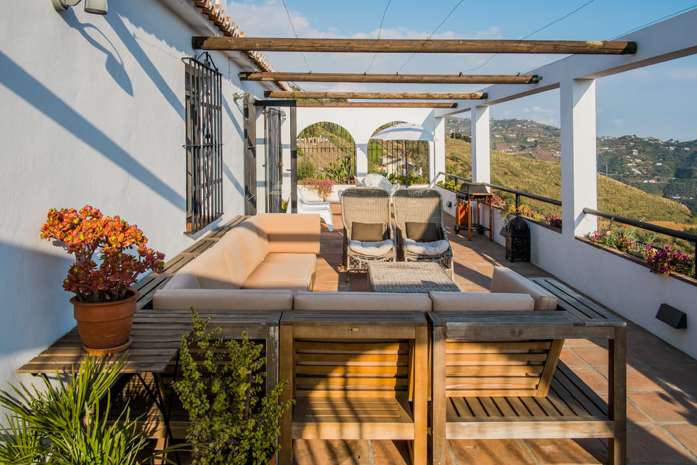 16 Good Looking Mediterranean Deck Designs For The Summer