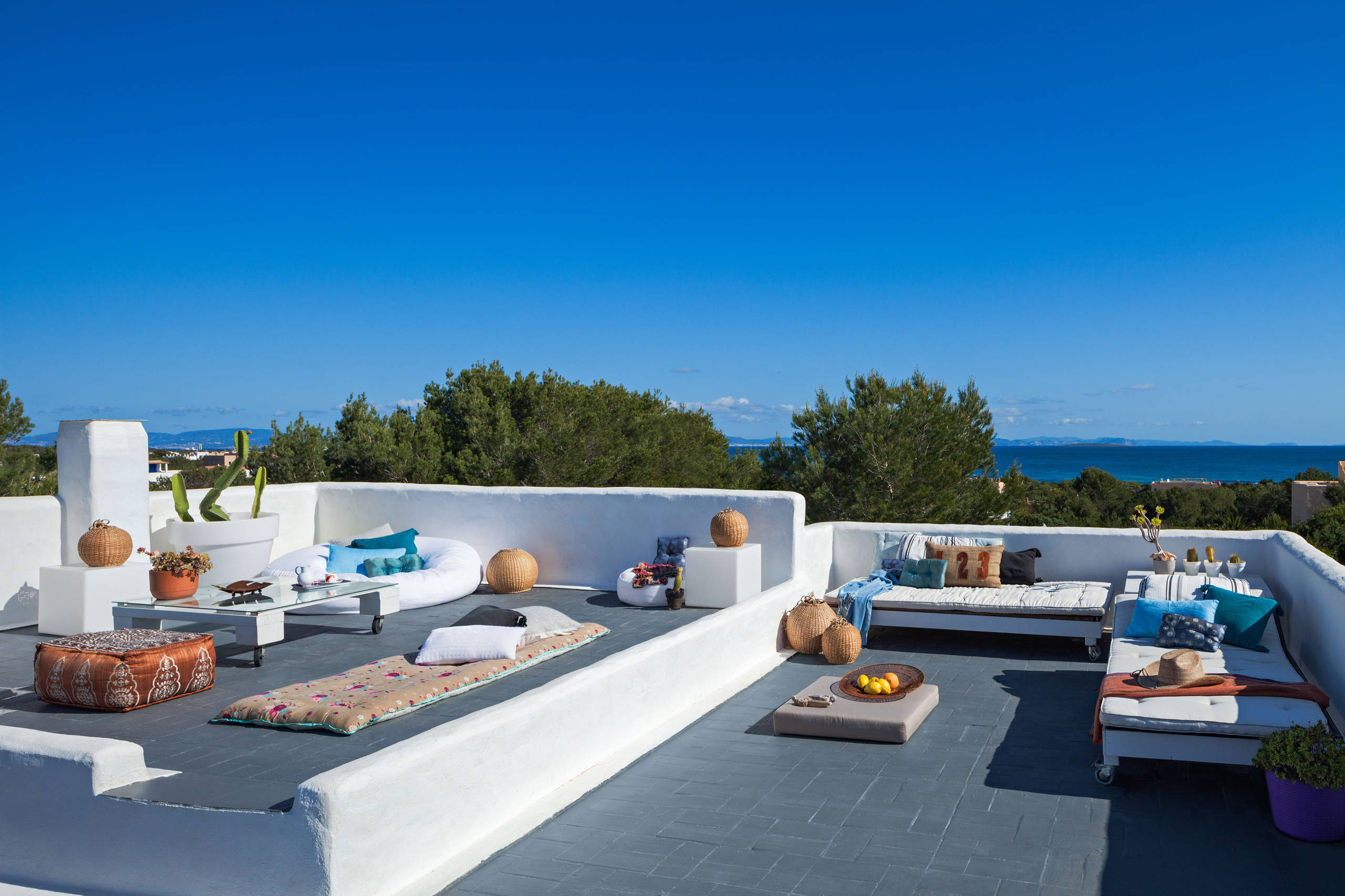 16 Good-looking Mediterranean Deck Designs For The Summer