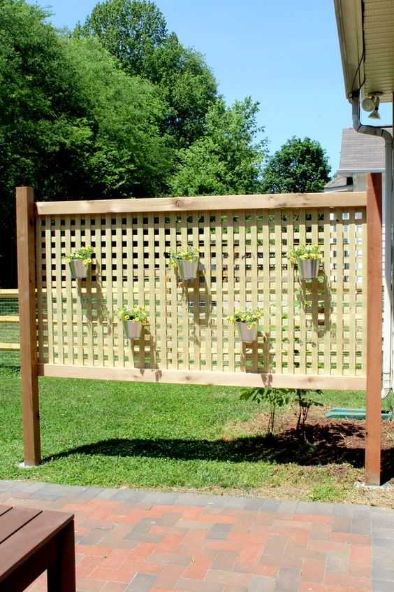 17 creative ideas for privacy screen in your yard for Outdoor wood privacy screen