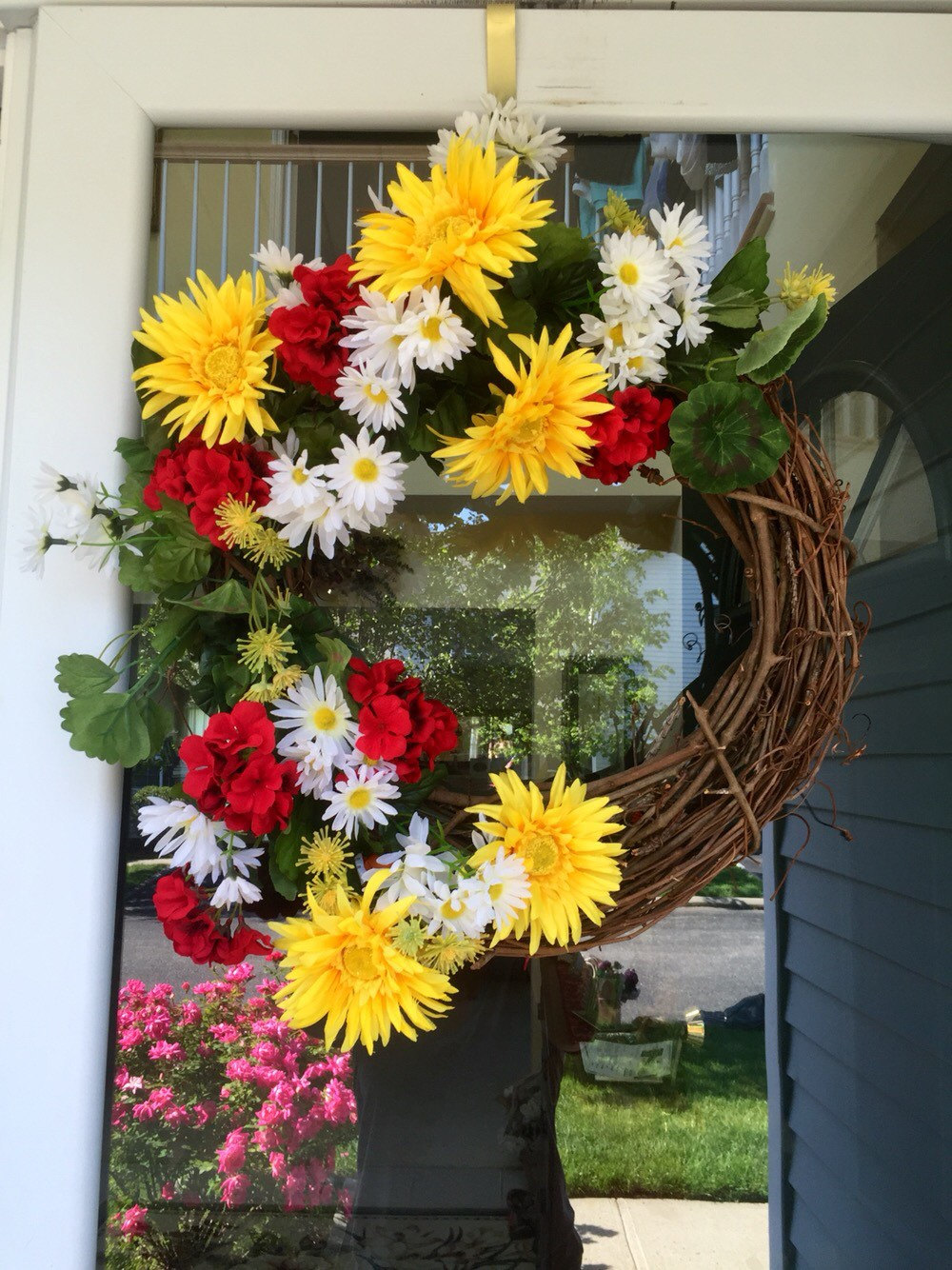 Summer Front Door Wreath: 18 Whimsy Handmade Summer Wreath Designs For A Fun Welcome