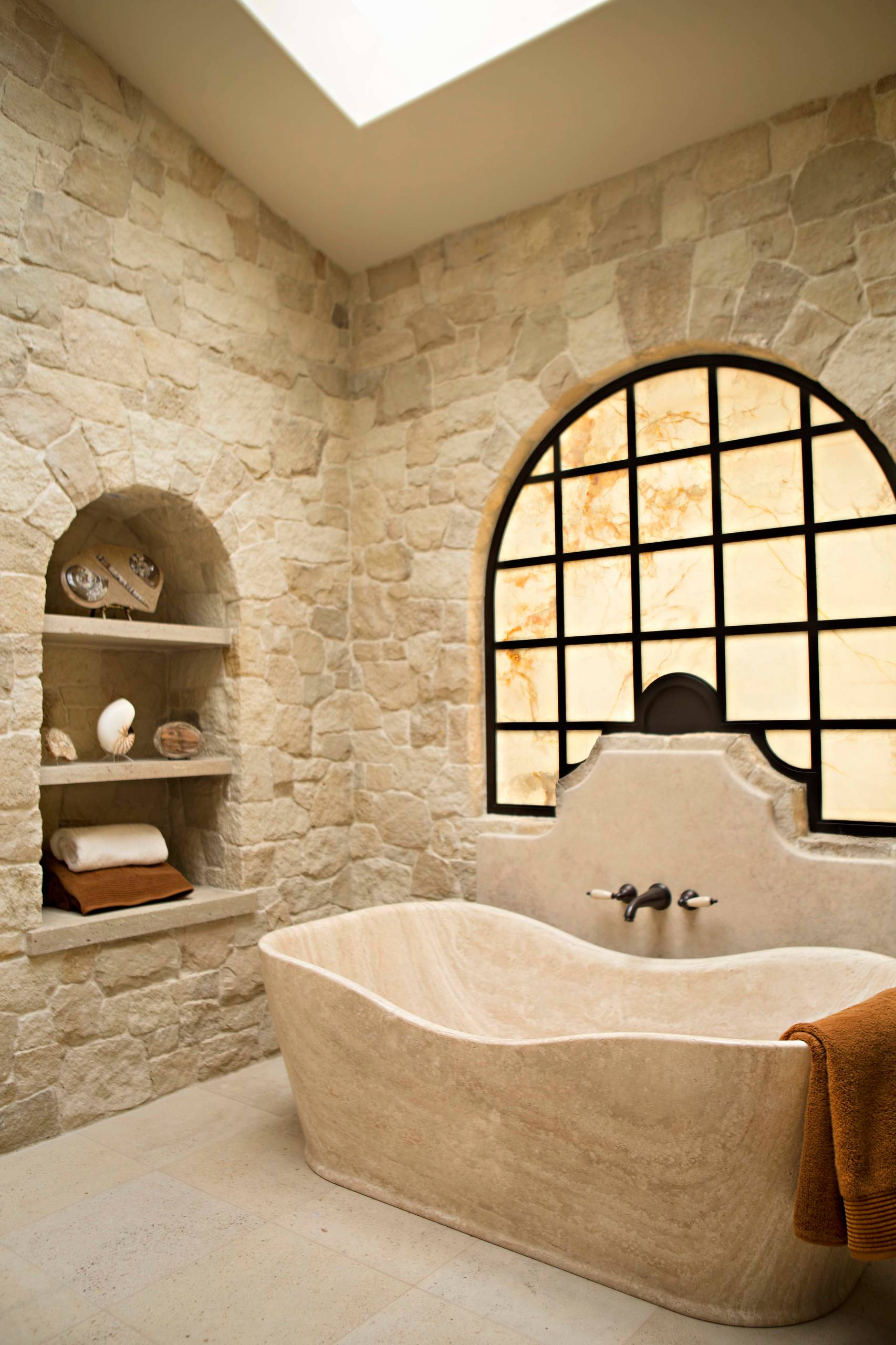 20 enchanting mediterranean bathroom designs you must see for The bathroom designer