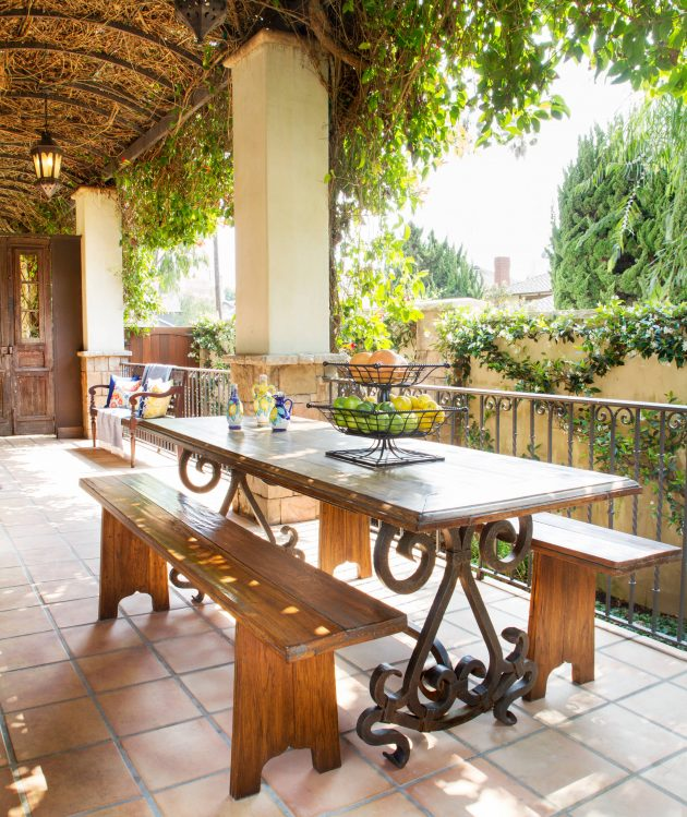 20 Stunning Mediterranean Porch Designs You'll Fall In Love With