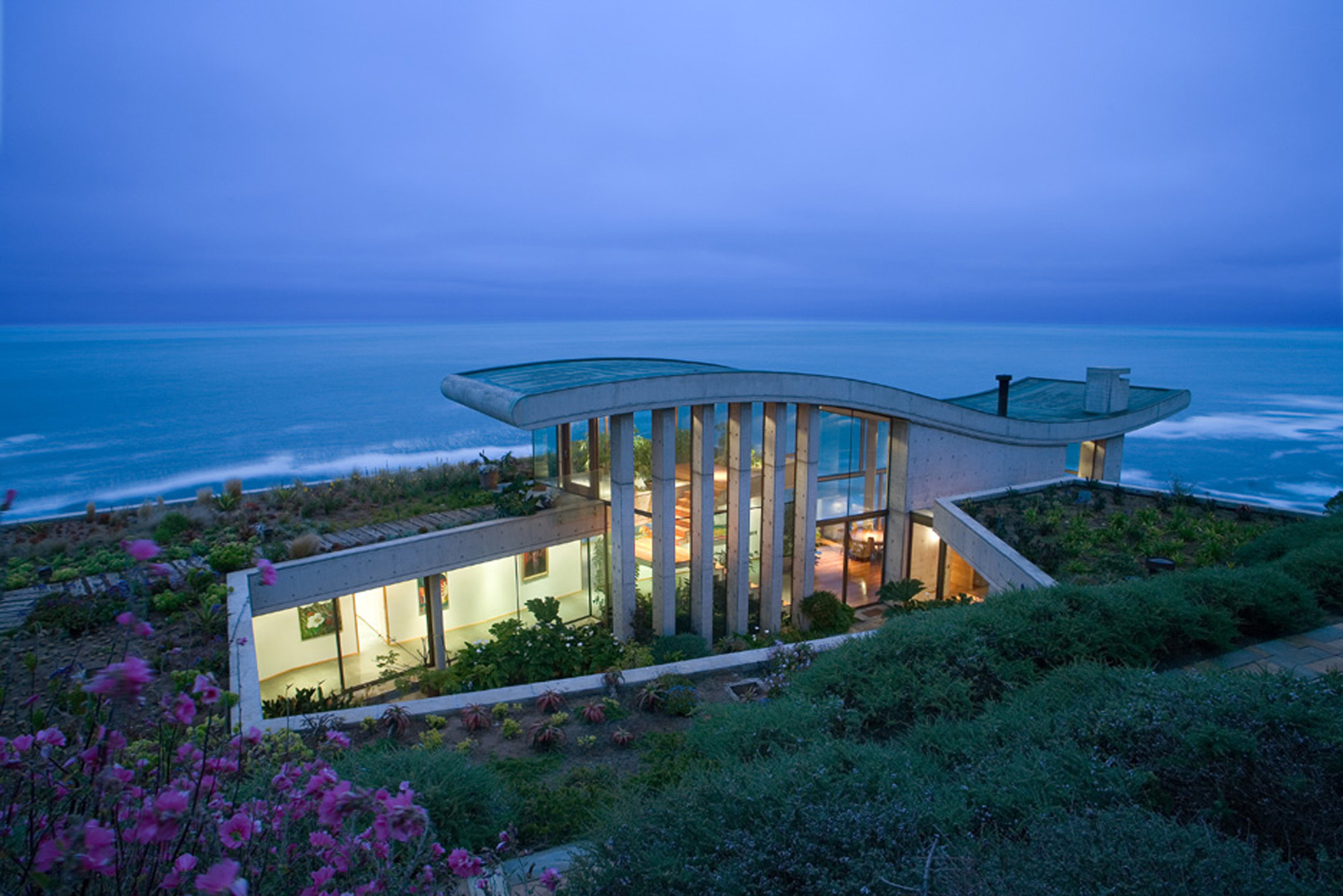A beachfront house by raimundo anguita in chile for Beachfront home plans