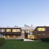 Southampton Beach House by Alexander Gorlin Architects in Southampton, New York
