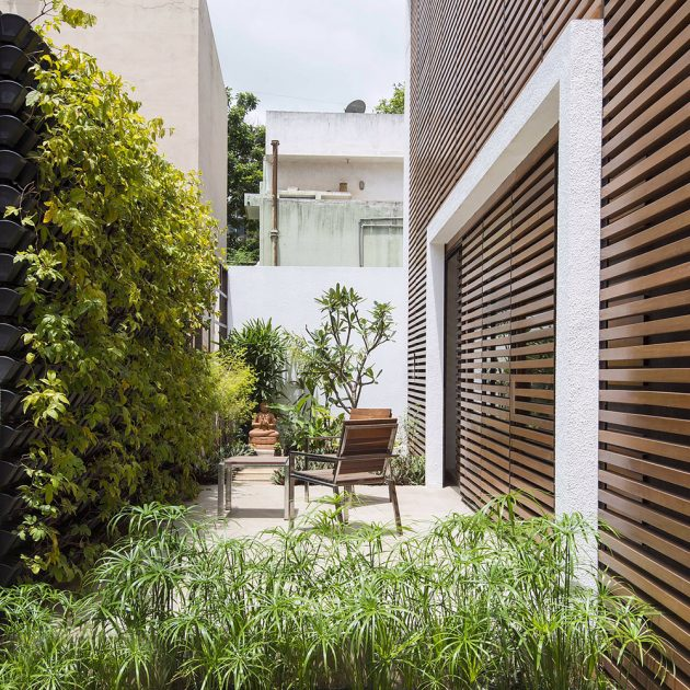 The Badri Residence - A Modern Indian Home by Architecture Paradigm