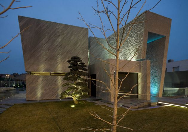 The Concrete Open Box House By A cero In Madrid, Spain