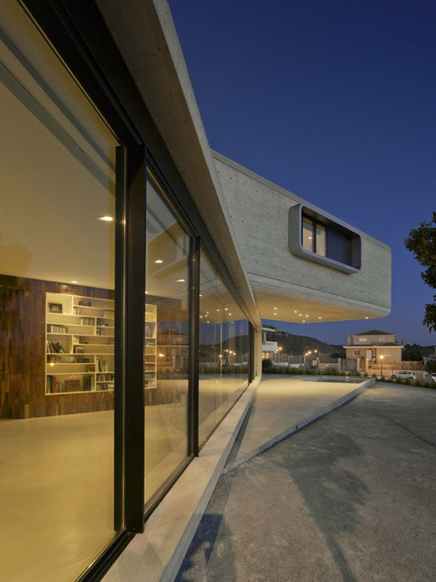The Crossed House by Clavel Arquitectos in La Alcayna, Spain