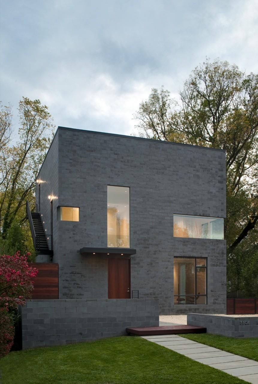 The hampden lane house by robert gurney architect - Minimalist house exterior design ...