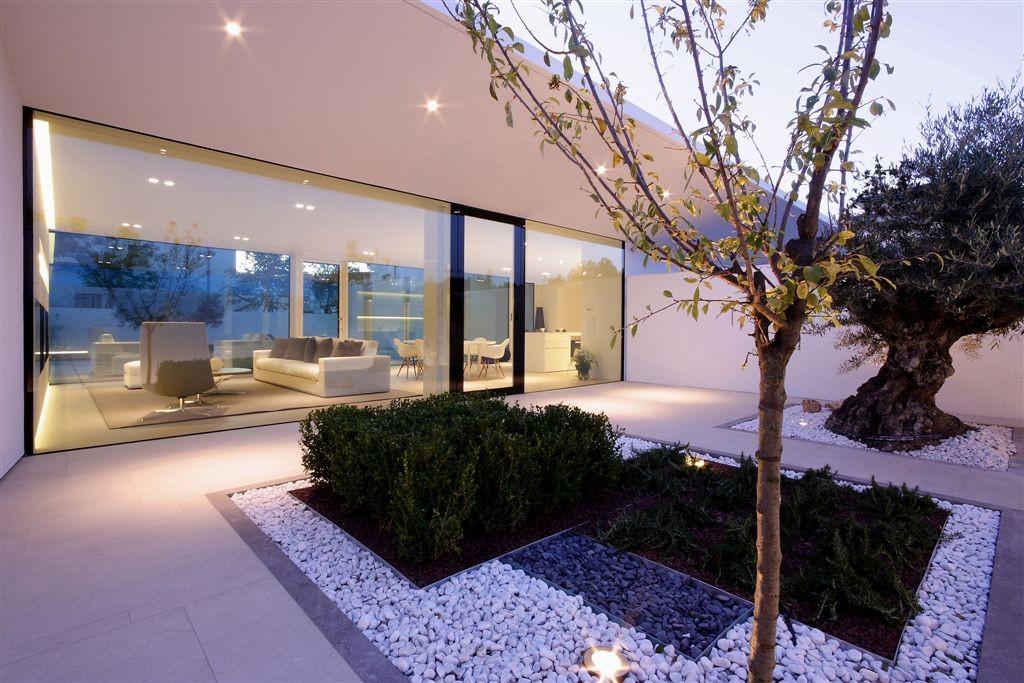 The jesolo lido pool villa by jm architecture in italy for Pool design villa