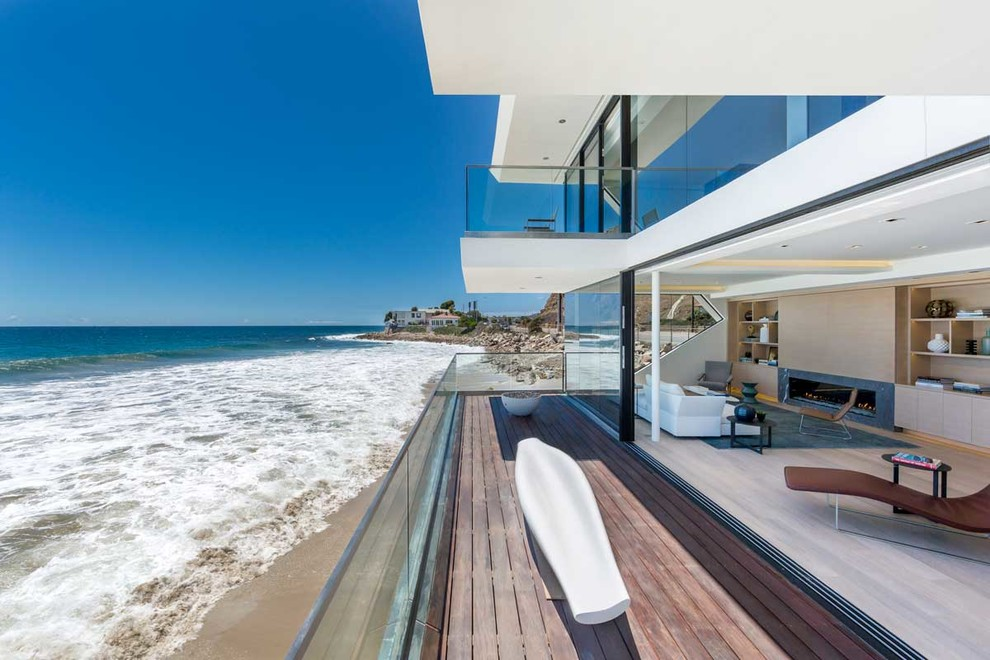 The wave house by architect mark dziewulski in malibu for Alarme piscine home beach