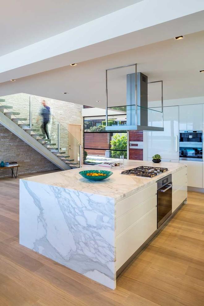 The wave house by architect mark dziewulski in malibu for Cuisine americaine design
