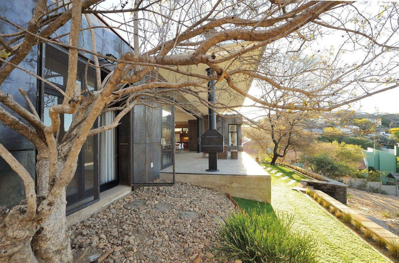 10 Ossmann Street Residence by Wasserfall Munting ...