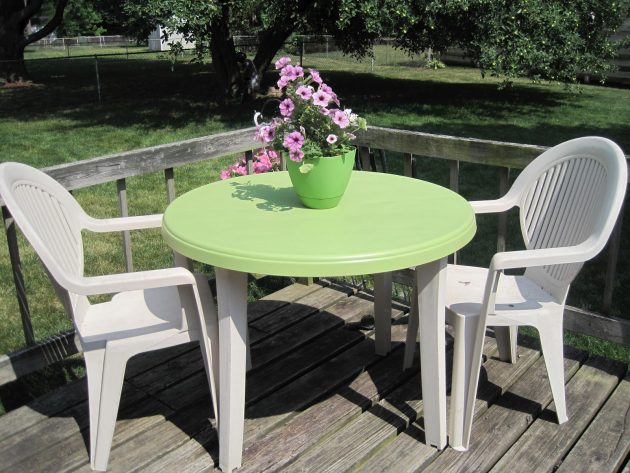 Beautiful Plastic Seating Set Designs For Better Outdoor Stay